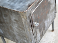 Loft design klasszikus éjjeliszekrény Classic bedside table klassisch Bettseite lerakó asztal side table Beistelltisch ipari industrial industriell shabby chic rusty style artkraft