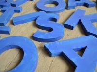Loft design régi old alte ipari industrial industriell fémbetűk metal letters Metallbuchstaben dekoráció decoration Dekoration