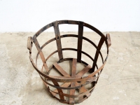 loft design tarnished metal basket blinder Metallkorb patinás fémkosár industrial furniture unbrella stand industrieller Schirmständer ipari artkraft