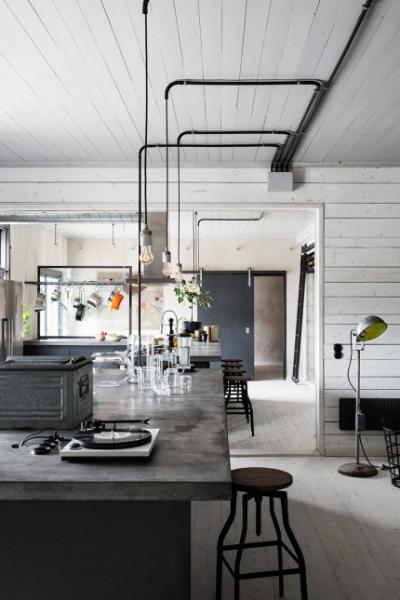 In grauen Farben prunkende Wohnung in einer Goldwerkstatt ...