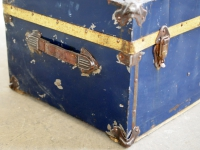 Loft design nagyméretű utazóláda großen Kofferraum large trunk dohányzóasztal coffee table Couchtisch játéktároló toy storage Spielzeugspeicher ipari industrial industiell shabby chic rusty style artkraft