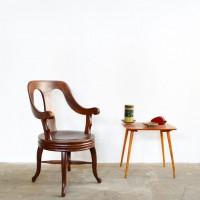 Loft design Régi borbélyszék fodrász szék Alter Barbier sessel old barber's chair ipari industrial industriell shabby chic rusty style artkraft