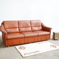 Loft design régi patinás bőrkanapé tarnished old leather sofa große alte Ledersofa ipari industrial industrie artkraft