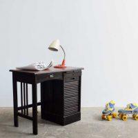 Loft design Régi rolós fa gyerek íróasztal Old wooden roller blind child desk Alte hölzerne Rollo Kinder Schreibtisch ipari industrial industriell shabby chic rusty style artkraft