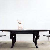 Loft design fekete klasszikus asztal Klassische schwarze Tisch Classic black table étkezőasztal Esstisch dining table tárgyalóasztal conference table Konferenztisch bővíthető erweiterbar expandable Esszimmerstuhl ipari industrial industriell shabby chic rusty style artkraft