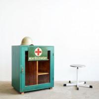 Loft design régi mentőszekrény alte medizinische Kabinett old medical cabinet