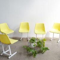 Loft design sárga kerti szék yellow garden chair gelb Gartenstuhl műanyag kerti szék plastic garden chair Plastikgartenstuhl ipari industrial industriell shabby chic rusty style artkraft