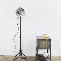 Loft design egyedi ipari állólámpa régi ventillátor Unique industrial floor lamp from an old fan Einzelne industriellen Stehleuchte aus einem alten Ventilator shabby chic rusty style artkraft