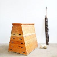 Loft design Régi tornatermi felszerelés tornaszekrény vintage gym equipment horse Sprungbock