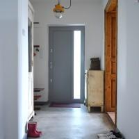 loft design nyaraló summer house cottage Sommerhaus industrial industrie ipari előszoba hall Halle beton concrete