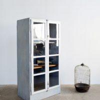 Loft design üveges szürke szekrény gray cabinets grau Schränke vitrin könyves szekrény bookcase Bücherregal ipari industrial industriell shabby chic rusty style artkraft