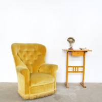 Loft design sárga bársonyfotel yellow velvet armchair gelb Samt-Sessel klasszikus klassisch classic olvasófotel reading chair Lesesessel shabby chic rusty style artkraft