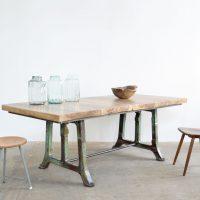 Loft design öntvénylábas étkezőasztal Cast-foot dining table Cast-Fuß Tisch tárgyalóasztal conference table Konferenztisch ipari industrial industriell shabby chic rusty style artkraft