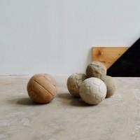 Loft design régi bőrlabdák alte Lederball old leather ball medicinlabda kézilabda medicine ball handball Medizinball Handball dekoráció Dekoration decoration